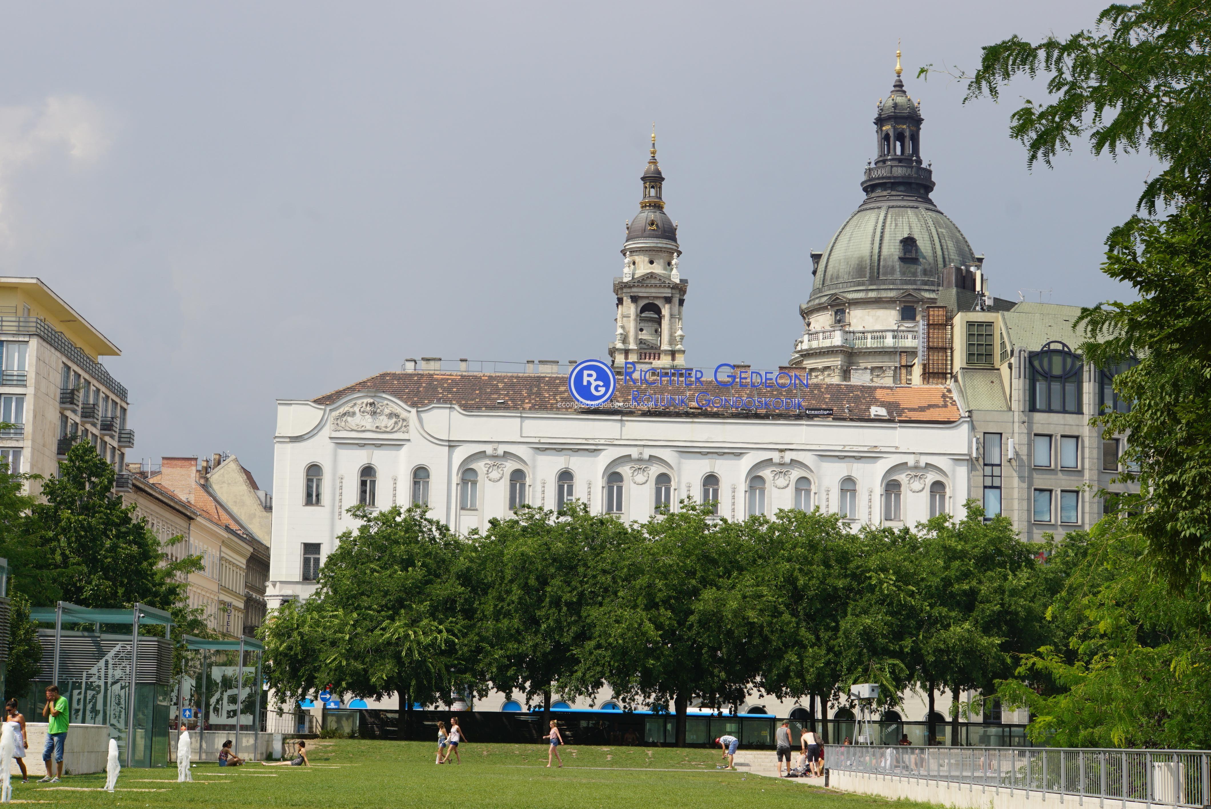 ブダペスト市内のバス停そば