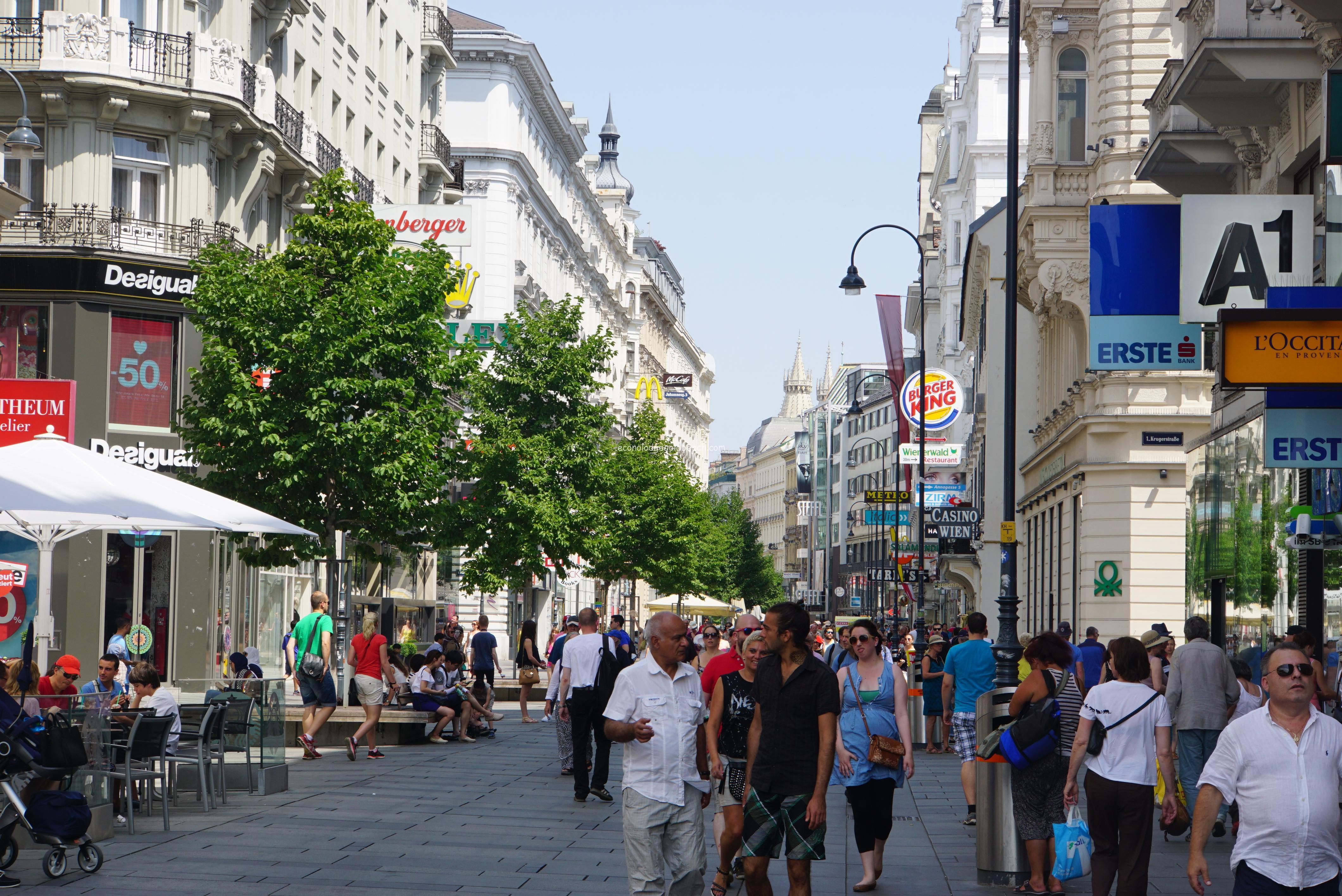 ウィーンで一番の繁華街 ケルントナー通り