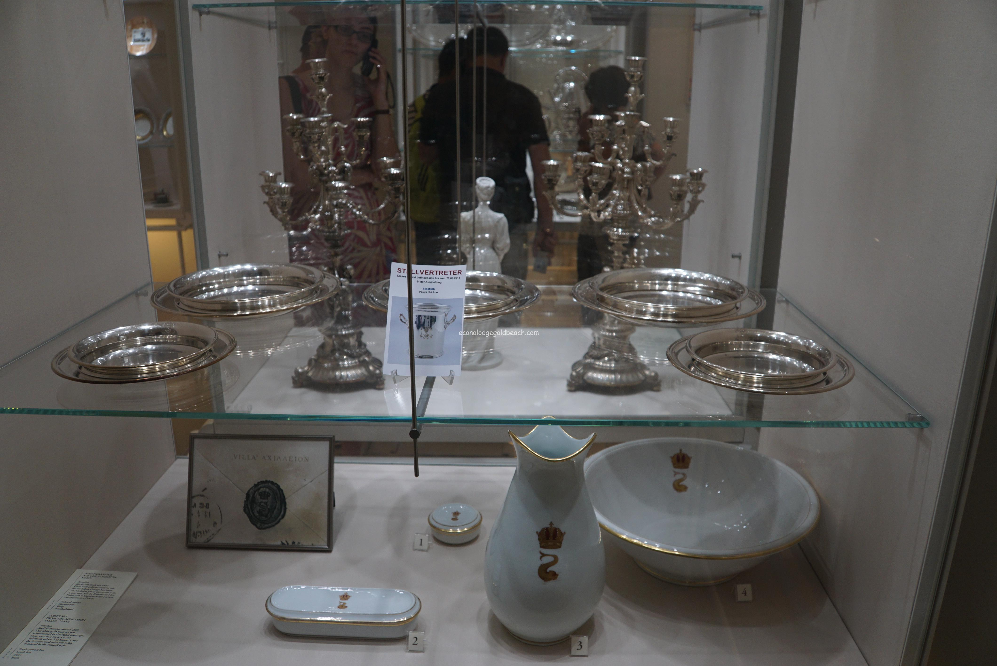 旧王宮 銀器博物館内2
