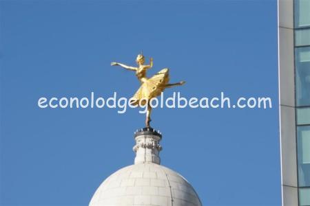 金箔のバレリーナ像2