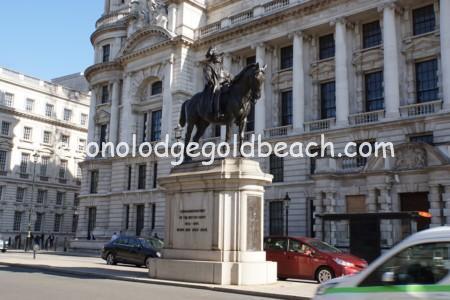 ケンブリッジ公爵ジョージの騎馬像